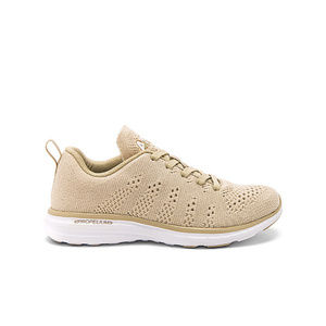 APL Techloom Pro Sneaker Wheat Cashmere Size 8 NWB